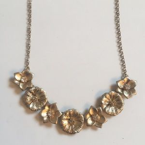 🆕Gold Floral Bib Necklace